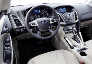 ford focus 3 hatchback salon 300x210 - Тойота королла 120 или форд фокус 2