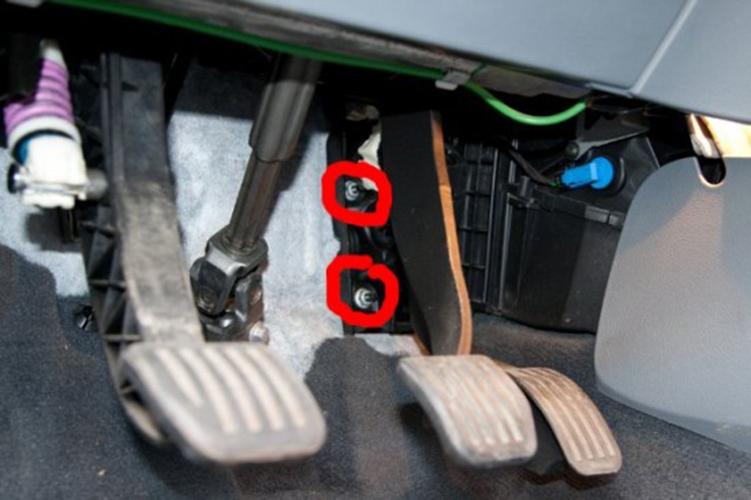 Как поменять салонный фильтр на Форд Мондео 4?
