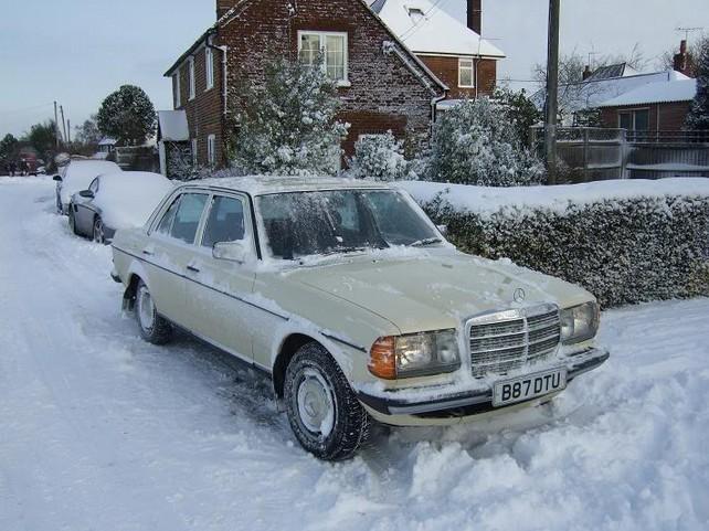 Как правильно заводить автомобиль в мороз?