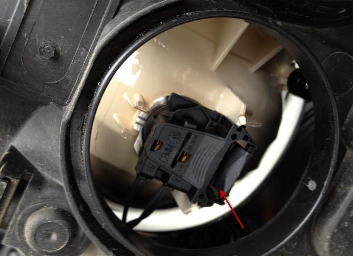 Что делать, если перестала гореть лампочка ближнего света на Ford Focus второго поколения?