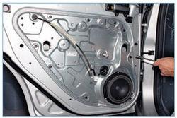 Снятие и замена ручек на дверях Ford Focus 2 своими руками